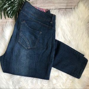 Avenue Medium Wash Skinny Jeans size 18